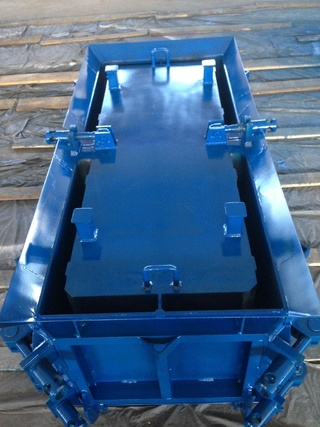 Pavement units steel moulds