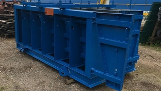 "Steel moulds for ""New Jersey"" traffic barriers"