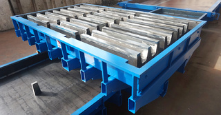 Livestock flooring moulds with steel core drivers