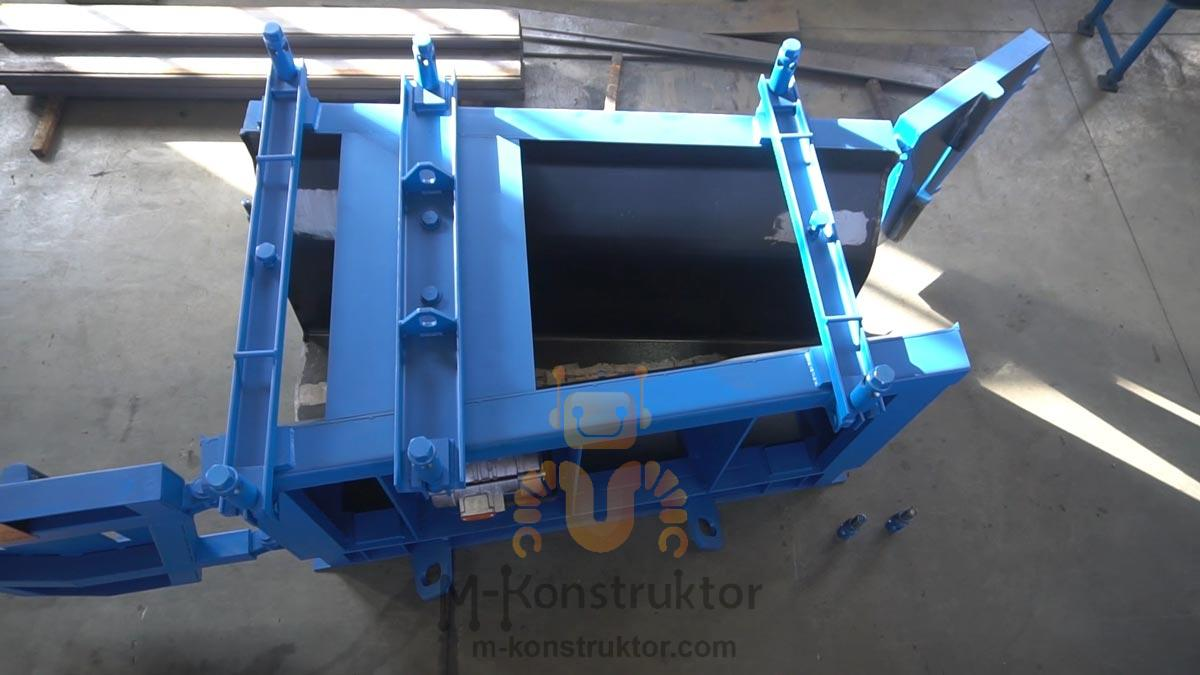 "Steel moulds for ""New Jersey"" traffic barriers 